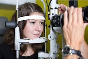 L'ajustement de lentilles de contact